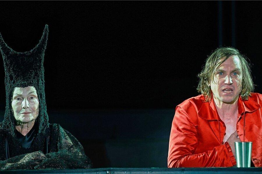 Lars Eidinger - Lars Eidinger in der Rolle des Jedermann und Edith Clever in der Rolle von Frau Tod bei den Salzburger Festspielen.