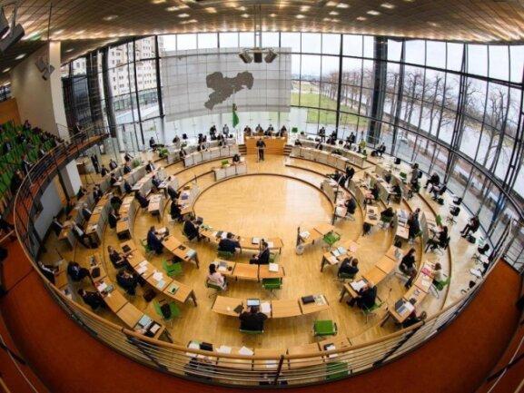 Blick in den Plenarsaal während einer Sitzung des Sächsischen Landtages.