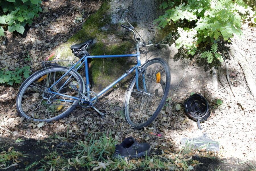 Radfahrer von Geländewagen angefahren und schwer verletzt