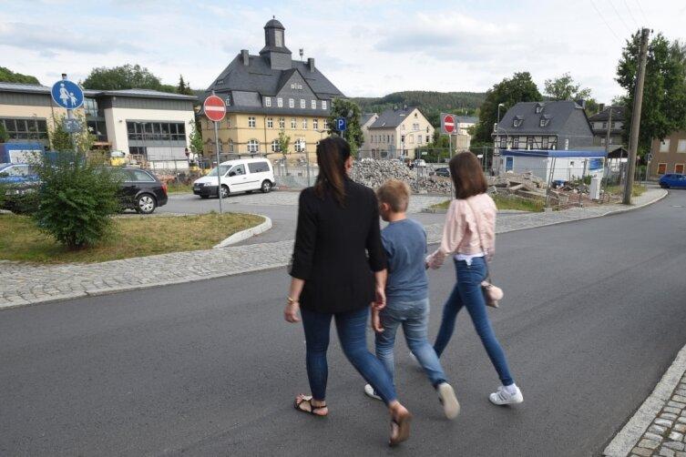Ungefähr in diesem Bereich wünschen sich Bewohner der Burkhardtsdorfer Vogel-Siedlung einen sicheren Übergang über die Adorfer Straße.