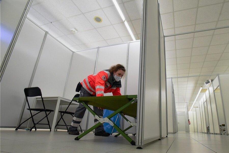 In jedem Landkreis und in jeder Kreisfreien Stadt in Sachsen wird es ein Impfzentrum geben. In Chemnitz ist es bereits weitgehend vorbereitet. Jedem Zentrum ist zudem ein mobiles Impfteam zugeordnet.