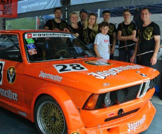 Das Schlettauer BMW-Rennteam um Michael Meyer (rechts): René Escher, Isabel Arnold, Jürgen Streller, Lina Arnold, Willi Arnold, Robert Streller und Florian Hase (von links).