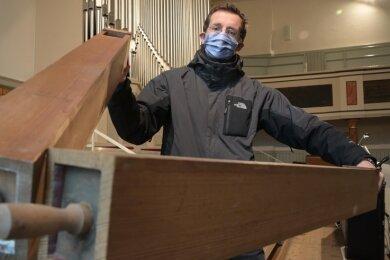 Kantor Benjamin Müller kann wegen der Orgelsanierung in der Burgstädter Stadtkirche nicht das gesamte Instrument nutzen. Aber er will zum Heiligabend und an den Feiertagen spielen.