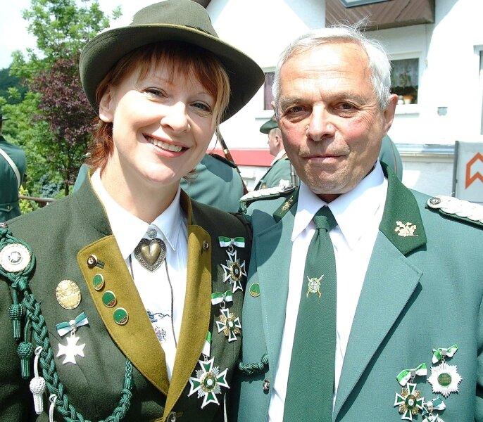 """<p class=""""artikelinhalt"""">Beim Bahnhofs- und Schützenfest in Rittergrün vor fünf Jahren entstand diese Aufnahme. Als Schützenkönige wurden damals Silvia Nachreiner bei den Damen und Dieter Flemming bei den Herren geehrt.</p>"""