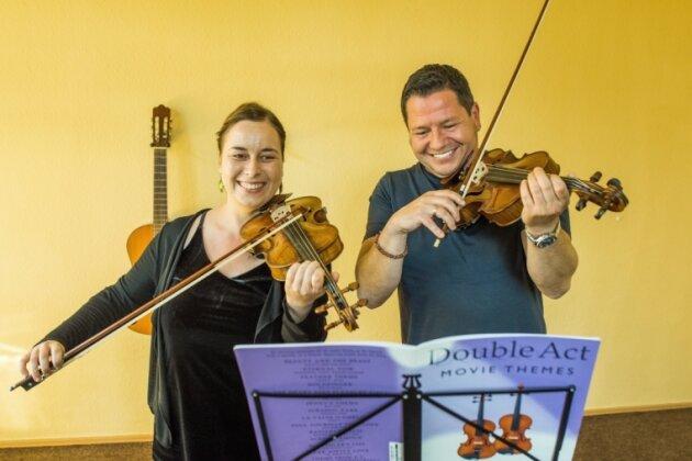 """Jeden Tag übt Jens Czerwinka auf seiner Geige, einmal pro Woche geht er zum Unterricht bei Valeria Bulnova. So richtig zufrieden ist er mit seiner Leistung nie, Spaß macht es ihm trotzdem. """"Ich will dieses Instrument knacken"""", so der Dresdner. Seine Lehrerin sagt: """"Er ist schon ziemlich gut."""""""