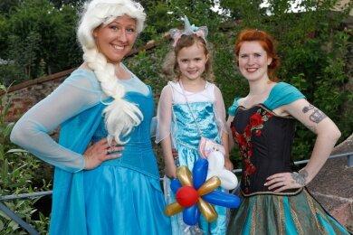 Nicole Schramm (links) wird gerne zu einer Prinzessin.