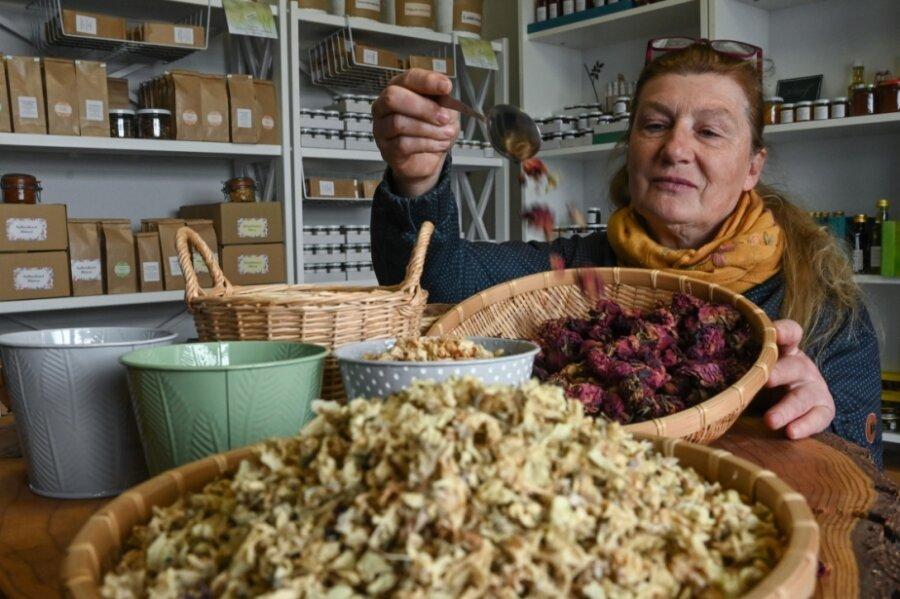 Wildkräuter wie Ringelblumen bietet Sonja Schulze in ihrem neuen Hofladen in Garnsdorf an.
