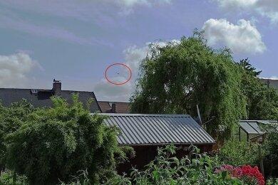 In der Ferne ist der Hubschrauber zu sehen, den Uwe Klöden in Schönerstadt beobachtet hat.