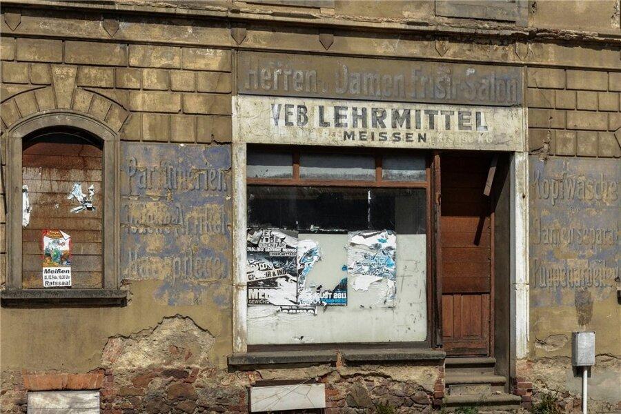 Alte Fassadenaufschrift eines DDR-Betriebs in Meißen: Siegen lernen vom Kapitalismus?