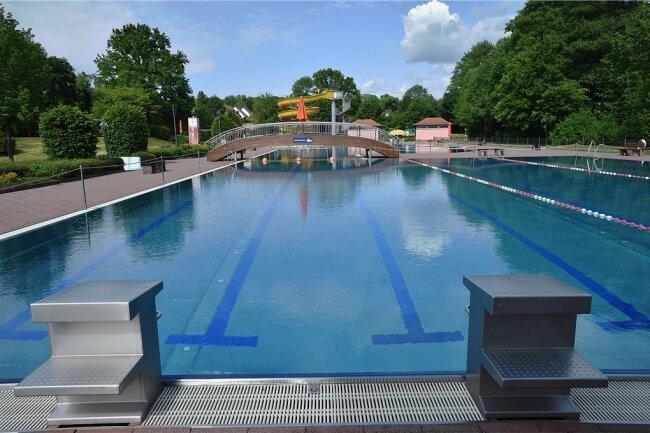 Im Freibad Gablenz beginnt am Samstag der Badebetrieb, ebenso in Wittgensdorf und Einsiedel. Der Stausee Rabenstein öffnet bereits am morgigen Dienstag.