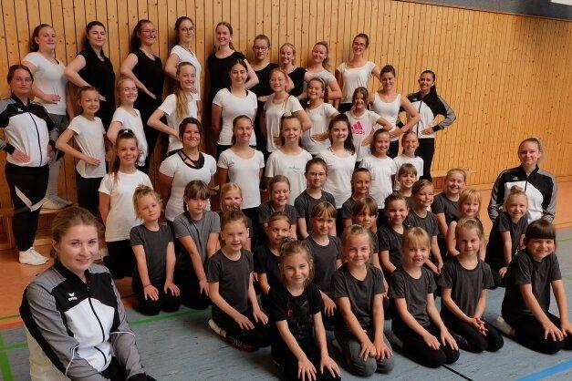 Die Tanzabteilung des Burkhardtsdorfer Carnevals Ausschusses hat wieder mit dem Training begonnen. Doch es braucht viel Arbeit bis die Formationen wieder bühnenreif sind.