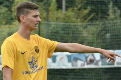 Der VfB Auerbach ist nochmals auf dem Transfermarkt aktiv geworden und setzt dabei auf bewährte Kräfte: Mit Paul Horschig (20) kehrt ein Spieler ins Vogtland zurück, der bereits in der Regionalliga-Saison 2019/20 erfolgreich beim VfB gespielt hat.