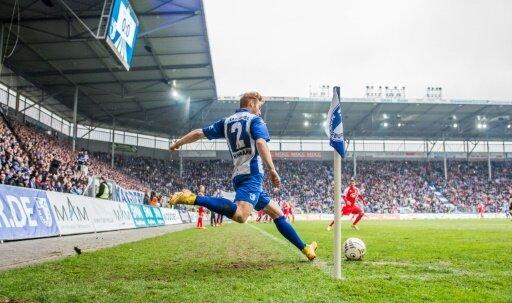 Verteidiger Nico Hamann verlängert bis 2018