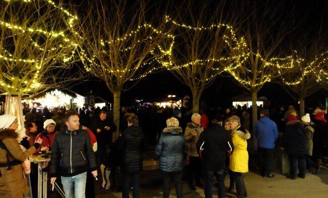 Einen Besucheransturm hat am Samstagnachmittag Oelsnitzer Wintermarkt erlebt.