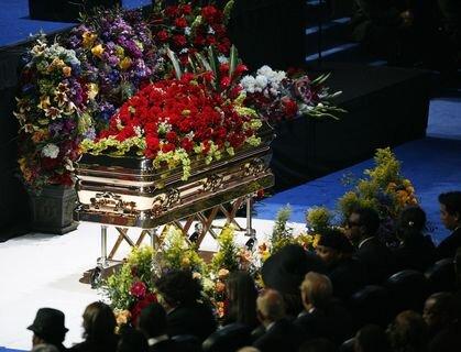 Ein goldener Sarg für Michael Jackson - im Staples Center wurde er aufgebahrt.
