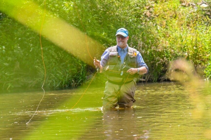 Sandro Bauroth beim Fischen.