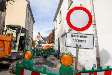 Die Kirchstraße musste wegen einer Kanalhavarie unmittelbar an der Abzweigung vom Altmarkt zum Topfmarkt aufgegraben werden.