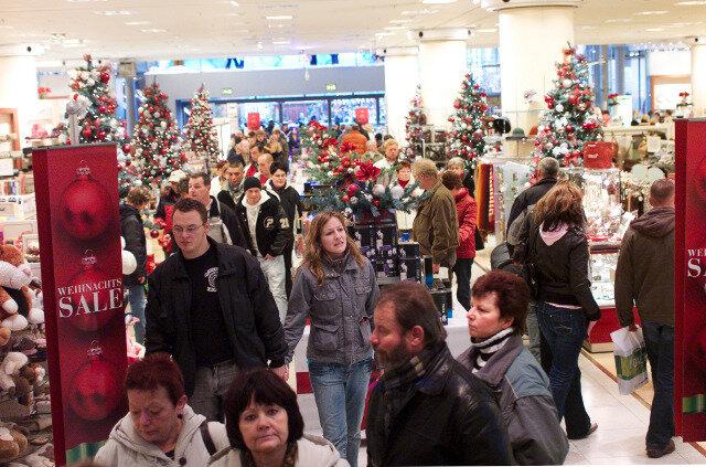 Ansturm im Kaufhof Chemnitz im Dezember 2008.