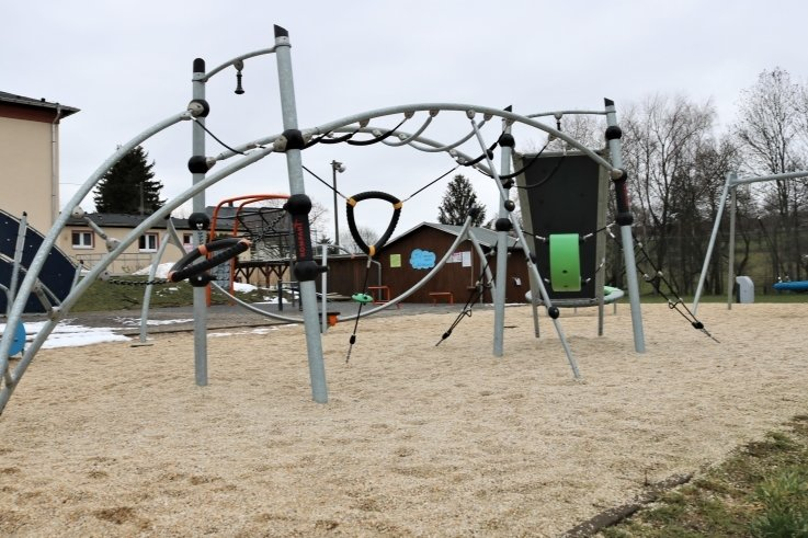 Das Bücherhäuschen in einer ausgedienten Telefonzelle soll hier am neuen Spielplatz in Schönerstadt aufgestellt werden.