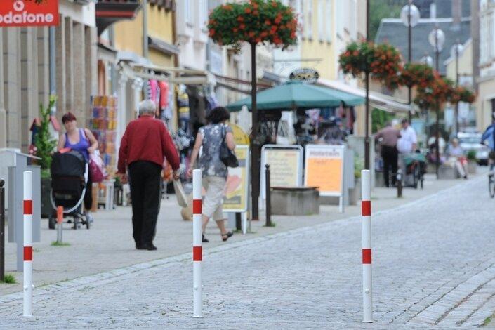Seit Dienstag ist die Leipziger Straße im Stadtzentrum von Glauchau wieder eine Fußgängerzone. Poller verbieten die Durchfahrt.