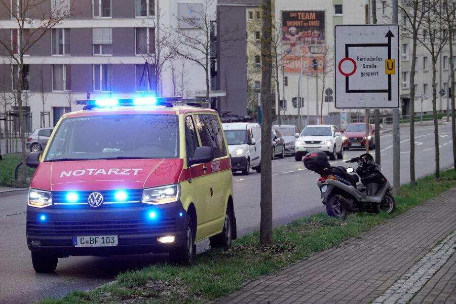 Kleinkraftradfahrer nach Sturz schwer verletzt
