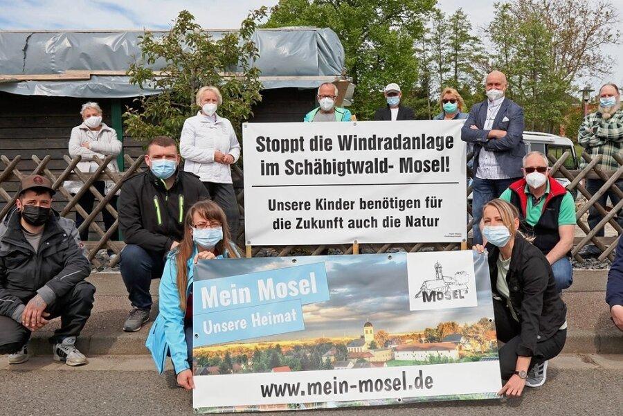 Windradgegner protestieren in Mosel