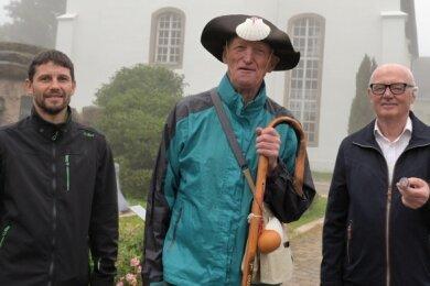 Wegewart Thomas Müller, Gerd Lauckner und Hans-Jürgen Müller (v. l.) freuen sich auf die Einweihung des Pilgerwegs am Samstag.