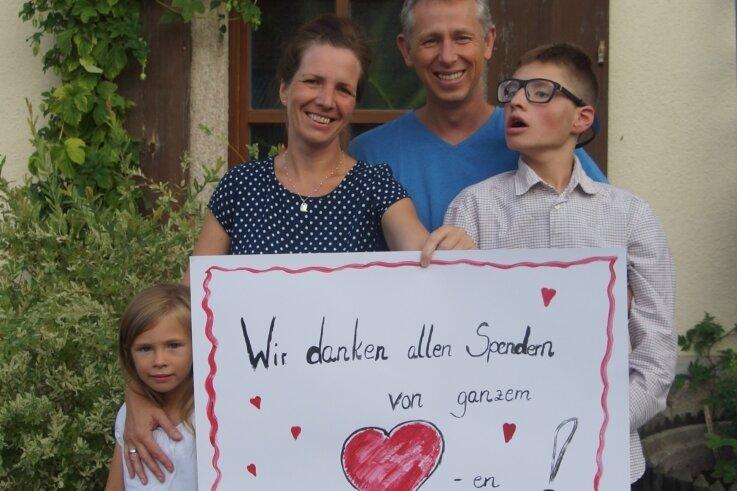 Geschafft. Das Geld für Bens Delfin-Therapie ist zusammen. Darüber freuen sich neben Ben Schwester Sarah und die Eltern Katja und Barry Heydenreich. Zur Familie gehört noch Bens große Schwester Nele.