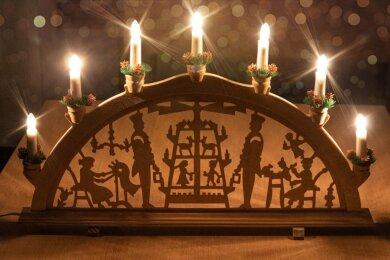 """Mark Schmidt aus Schlettau ruft bei Facebook auf: """"Liebe Erzgebirger, ich habe eine Idee: Lasst uns unsere Schwibbögen wieder in die Fenster stellen und von 21 bis 23 Uhr leuchten."""""""