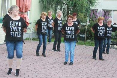 Eine tolle Abwechslung in trister Coronazeit boten kürzlich die Elsterberger Linedancer den Bewohnern im Seniorenheim der Stadt.