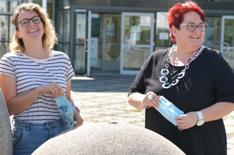 Sie verstehen sich gut, doch mit der Digitalisierung des Unterrichts gehen sie unterschiedlich um. Stephanie Schmidt (l.) ist die Digitalisierungsbeauftragte, Andrea Roscher Beratungslehrerin am Brander Cotta-Gymnasium.