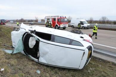 Bei einem Unfall auf der Autobahn 4 zwischen den Anschlussstellen Siebenlehn und Berbersdorf ist ein Autofahrer am Montagvormittag schwer verletzt worden.