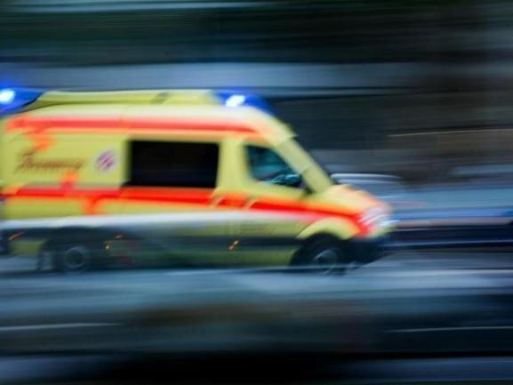 Schwer verletzt worden ist ein Kradfahrer (39) bei einem Unfall auf der Zwickauer Brauereistraße am Freitagmittag.