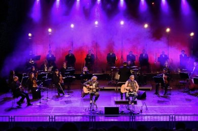Bad Elster: Thomas Wacker (links) und Thorsten Gary traten im Naturtheater Bad Elster als Duo Graceland.