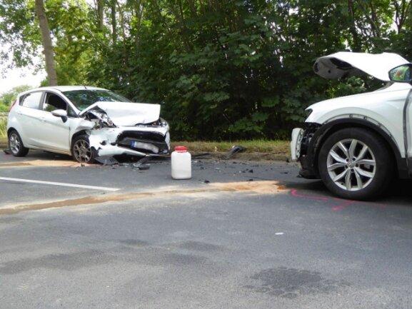 Bei einem Unfall auf der Werdauer Straße in Zwickau sind am Donnerstagnachmittag zwei Autofahrerinnen verletzt worden.