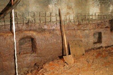 Bei einer Teufe von 14 Metern trafen die Arbeiter im Otto-Schacht auf sogenannte Bühnenlöcher. Das sind ins Gestein gehauene Vertiefungen, die als Widerlager für Ein- bzw. Ausbauelemente dienten.