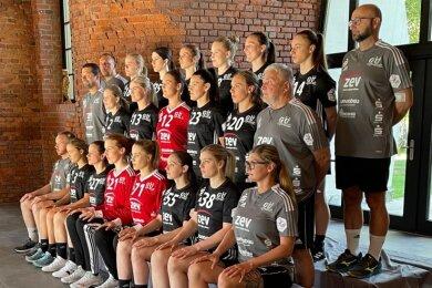 Alles schaut in die Kamera: Das Mannschaftsfoto des BSV Sachsen Zwickau entstand im Clubhaus des Golfclubs.