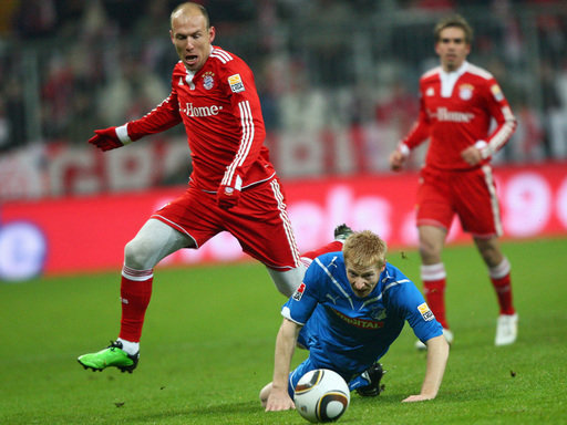 Arjen Robben (l.) im Duell mit Andreas Ibertsberger