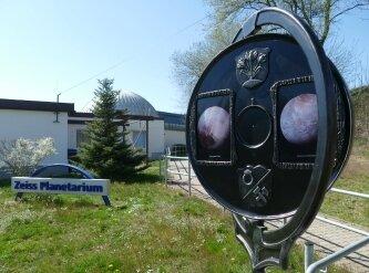Im Planetarium geht es auf eine Reise in Universum.