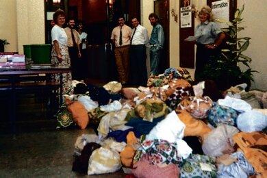 Wegen des Rücklaufs des ganzen DDR-Geldes zur Währungsunion 1990 reichten die üblicherweise verwendeten Geldsäcke nicht mehr aus. Kurzerhand wurden zusätzliche Säcke aus normalem Stoff genäht. So bunt sah das dann aus.