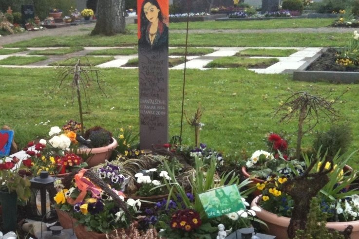 Das Grab von Uwe Schills Tochter Chantal. Gestorben mit 15 Jahren durchSchüsse eines Amokläufers.