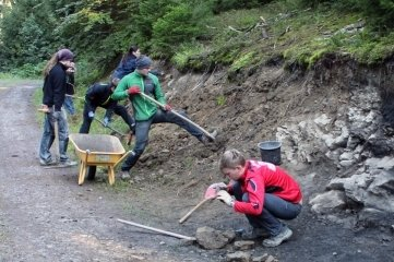 Forscher untersuchen Funde in Thüringen.