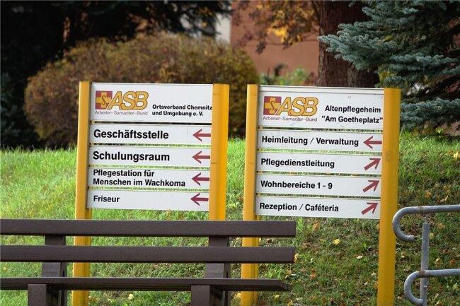 92 neue Coronafälle hat das Rathaus am Dienstag verzeichnet. Die meisten entfallen auf ein Pflegeheim an der Herderstraße. Dort hatte es vor zwei Wochen den ersten Fall gegeben.