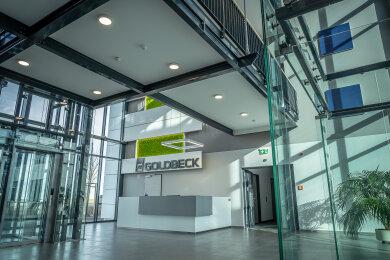 Das in Glasoptik gestaltete Foyer des neu eröffneten Bürogebäudes.