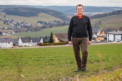 Jörg Spiller bewirbt sich am 15. März um das Amt des Bürgermeisters in Burkhardtsdorf. Zurzeit ist er als Fachbereichsleiter in der dortigen Verwaltung tätig.
