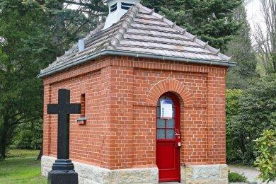 Die Schlösser am Toilettenhäuschen auf dem Werdauer Friedhof sind seit einigen Tagen defekt.