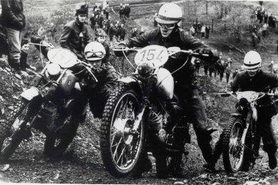 """Zwischen 1957 und 1974 (im Bild ein Rennen im Jahre 1972) gab es eine Zwei-Tage-Fahrt bei """"Rund um Zschopau""""."""