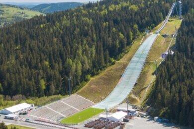 Die Vogtland-Arena Klingenthal ist am 17. September Start- und Zielpunkt für den Tag des Wanderns.
