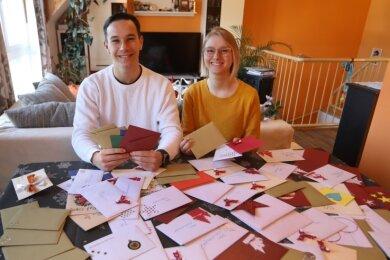 Florian Richter, Schulsprecher vom BSZ Lichtenstein, und Stellvertreterin Lea-Sophie Richter haben 100 Briefe gesammelt.