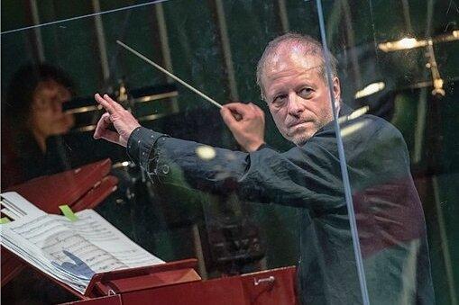 Jörg Pitschmann am Dirigierpult - auf diesen Anblick werden die Fans klassischer Musik wohl noch eine Weile warten müssen, wobei er selbst davon ausgeht: Es kann jederzeit wieder losgehen.